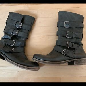 SO gray Moto boots